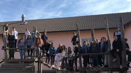 Schülerinnen und Schüler der Klassen 8a und 8b der Gemeinschaftsschule Kirchheim vor dem Start der Bewerberwoche. Foto: Katrin Hoffacke